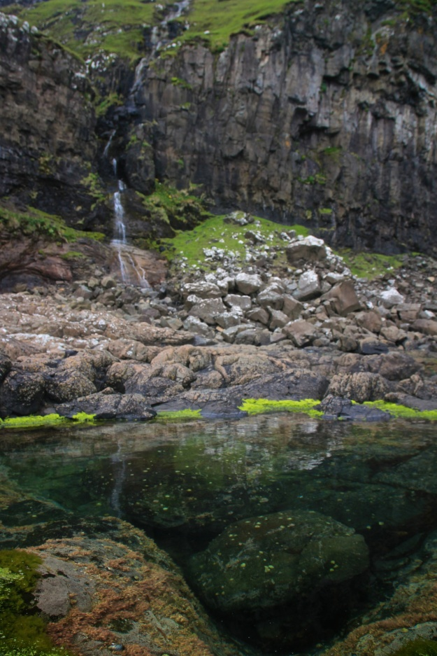 Hálsgjógv and tidal pools near Tvøroyri.