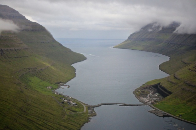 This is Haraldssund, where the grind came on July 30th. The causeway completely blocks the channel between the open ocean and Klaksvík, so the whales could not have been driven in towards a whaling harbor. The possible plan the next day would have been to drive the whales back out towards the sea and around the island of Kunoy (on the left).
